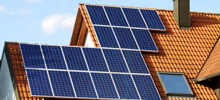como-a-energia-solar-pode-valorizar-seu--imovel-eletrojr